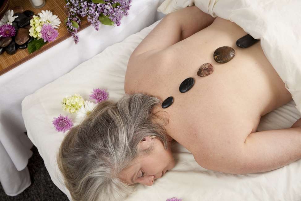 Essential Oils for Aging: 5 Aromatherapy Tips for Older Adults
